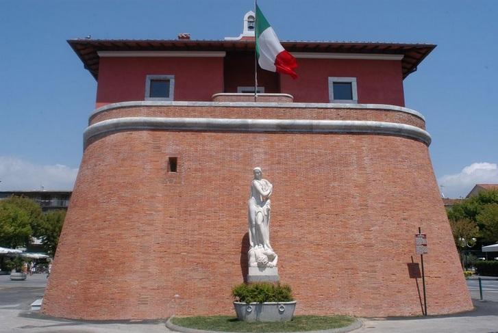 Forte Dei Marmi_ fortress