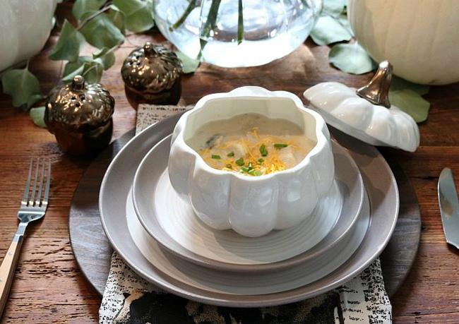 Этикет: как правильно есть суп
